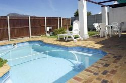 Tokai Self Catering Apartment Cape Town - Mountain View Kirstenhof 17 http://capeletting.com/southern-suburbs/tokai/mountain-view-kirstenhof-17/