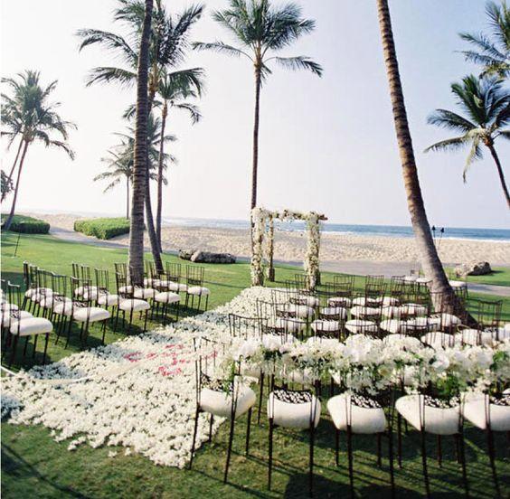 Para pequenas cerimônias ao ar livre, um altar circular é uma forma de todos os convidados assistirem tudo de perto
