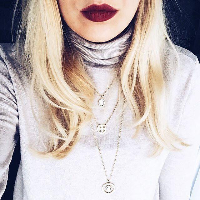 """Das hier ist die wunderbare @thefancylifestyleofkatharina mit unserer Halskette """"trio Sogno"""" - drei kombinierte Ketten in unterschiedlichen Längen. Falls ihr noch nicht wisst was ihr zum Muttertag am 8. Mai verschenkt, wäre das doch was, oder? #muttertag #inspiration #geschenk #trio #kette #halskette #schmuck #jewellery #leonardojewels #accessoires #style #fashion #leonardoglasliebe"""