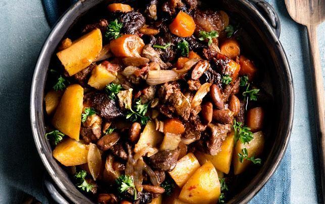 Marokkansk tagine med lam, abrikos, mandler og chili