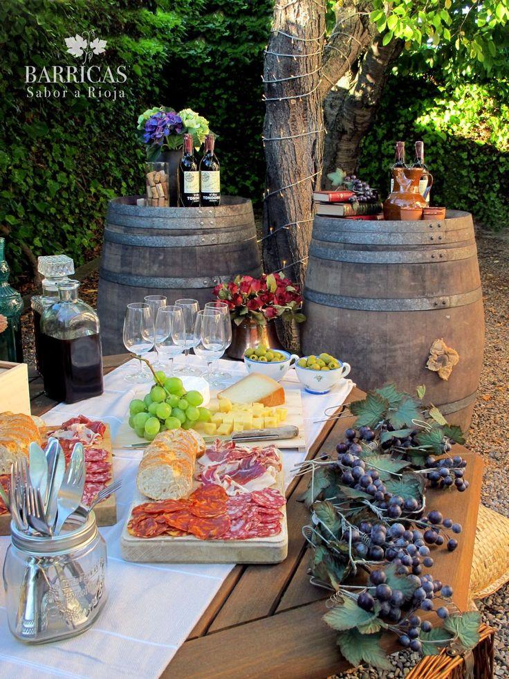 Fiesta de la Vendimia en La Rioja decorada con barricas.Harvest Festival in La Rioja decorated with barrels.