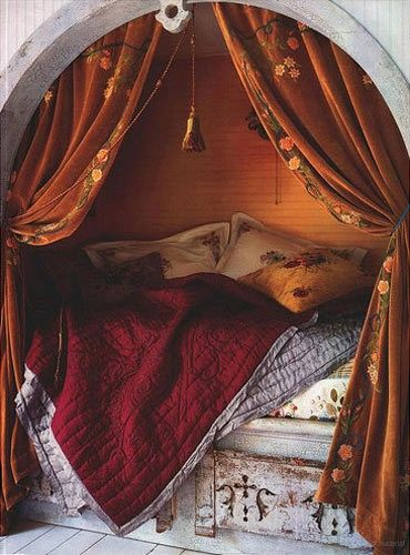 Comfy bed nook with rich colors.: Alcove Beds, Cozy Nooks, Curtains, Idea, Bednook, Color, Dreams Beds, Reading Nooks, Beds Nooks