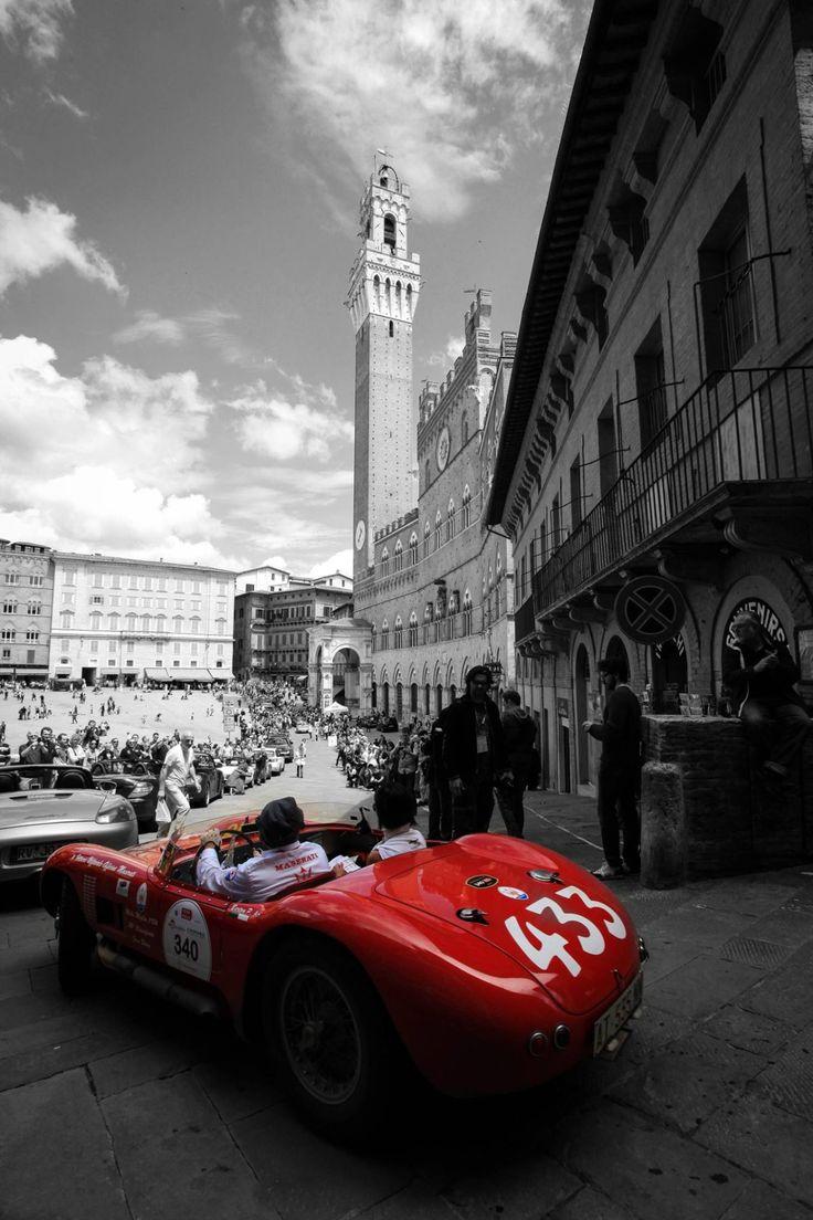 Il Tesoro di Siena - La Mille Miglia in Piazza del Campo