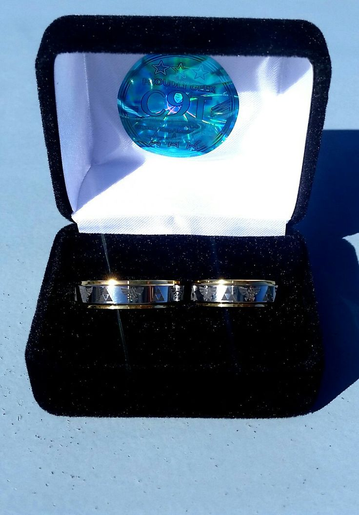 Zelda wedding rings from C9Tungsten (Etsy) /// Alianzas de boda Zelda
