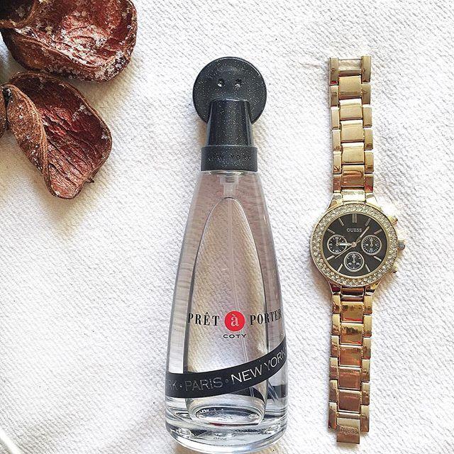 Clasic 🖤 . . . . . . . . . . . ._________________________ #parfum #perfume #ceas #guess #watch #gold #auriu #alb #white #pretaporter #lifestyle #bunadimineata #goodmorning  #fashion #fashionista #fashiongram #blogger #photooftheday #bestoftheday #instadaily #instagood #loveit #accessoires #accesorii #musthave #clasic #trend #style #styles #stylish