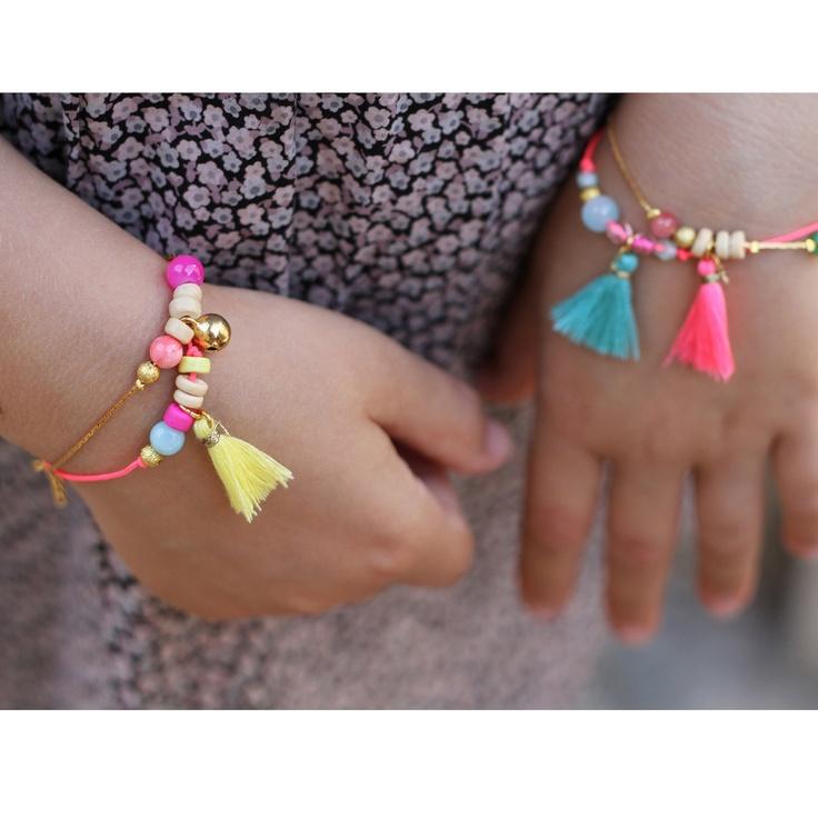 """À la manière de Louise Misha, mixer couleurs pastels, doré et brin de fluo (Bracelet """"Bonbon"""" via Etsy)"""