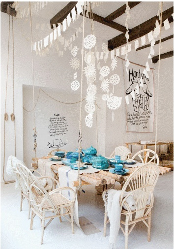 Floating table with a pop of turquoise / Sukha Amsterdam