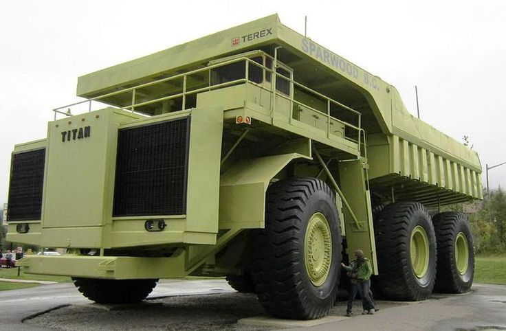 Terex Titan - World's Biggest Truck.NOT.It was until 1998 when the Caterpillar 797 surpassed  The Terex 33-19 with 360 ton