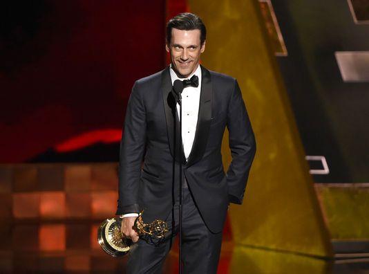 Chris Pizzello/Invision/APMagali Lin @MagaliLin  #Emmy Awards : le sacre de #JonHamm, alias Don Draper dans « Mad Men » http://www.lemonde.fr/televisions-radio/article/2015/09/21/les-emmy-awards-sont-ouverts-jeffrey-tambor-sacre-meilleur-acteur-dans-transparent_4764998_1655027.html … v/@lemondefr
