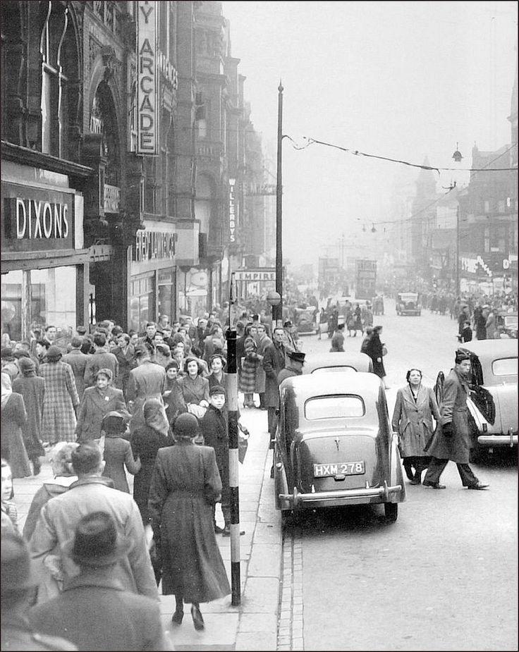 Leeds: Briggate. 1951.