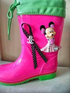 fuchsia green wellies with minnie mouse by ellishoes.blogspot.com