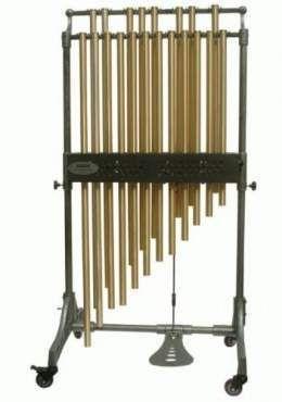 CAMPANAS TUBULARES: Son un instrumento musical, en concreto, se trata de un idiófono percutido de metal. Se llaman campanas tubulares porque de hecho, su sonido es similar al de las grandes campanas fue un modo de evitar llevar las grandes y poco prácticas campanas originales a la orquesta