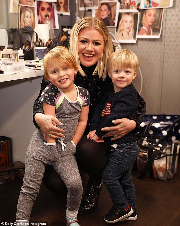 Kelly Clarkson Takes River Rose Four And Remy Two To Disneyland Celebrity Moms Kelly Clarkson Celebrity Kids