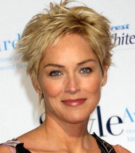 Pour sa coiffure, Sharon Stone a choisi un court ébouriffé