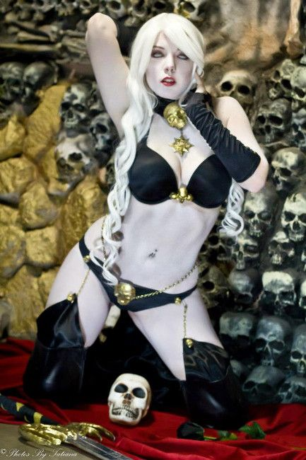 A Lady Death Cosplay Thats To Die For Comic Book Cosplay Cosplay Cosplay Girls Best Cosplay