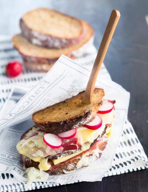 """Reuben‐leipä - """"Amerikkalainen Reuben-leipä sopii vaikka työevääksi, sillä se vie kovimmankin nälän."""""""