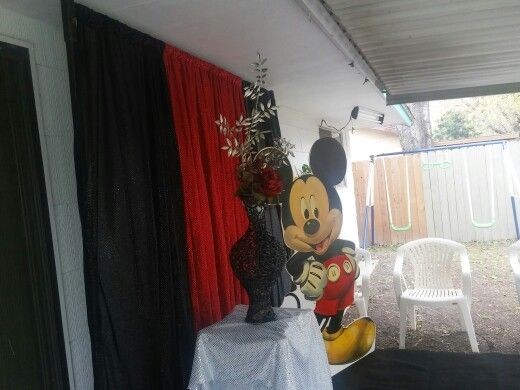 Escenario de Mickey Mouse para fotos.
