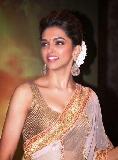 Deepika Padukone Hot Cleavage wallpaper in Saree