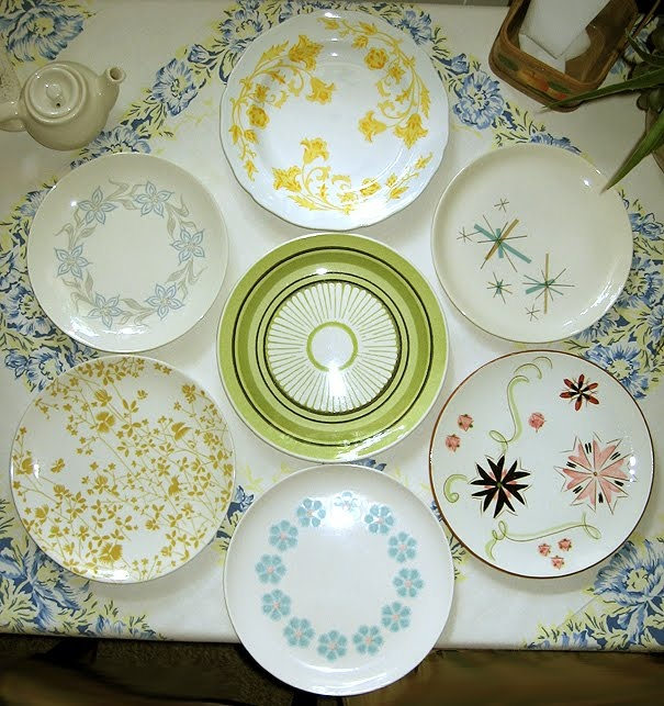 Love the green plate in the middle looking for some retro plates for my kitchen & 65 best 1950s Vintage Kitchen...aqua and yellow motif! images on ...