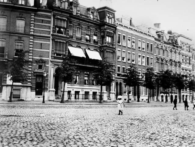 Gezicht op de hoek stationsweg nabij de stationsplein 1908
