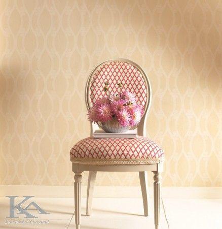 Frumusetea naturala a peisajelor din aer liber intalneste frumusetea interioarelor, compunand astfel un ambient plin de gratie si eleganta. Wallpaper. Chair.