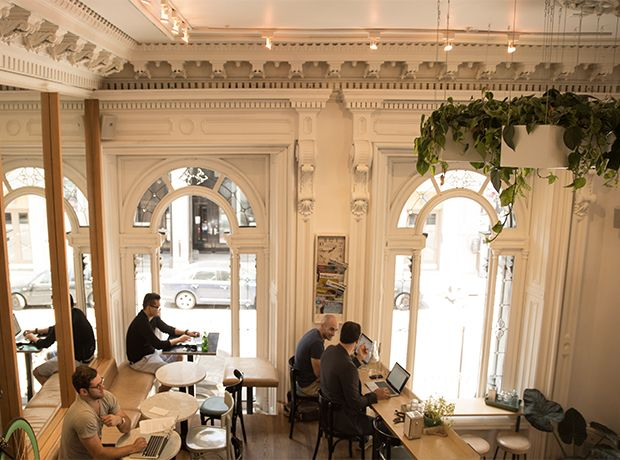 Notre Édimestre Claudia Guerra vous dévoile quatre de ses cafés montréalais préférés.