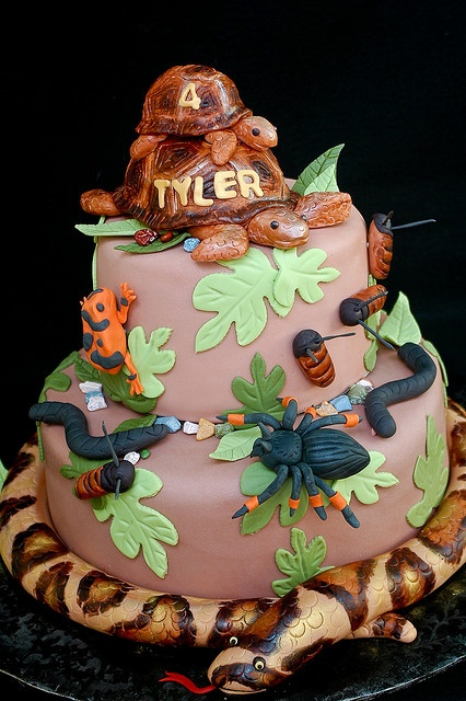 Reptiles and amphibians cake - Cool idea! I like the snake and the turtles.