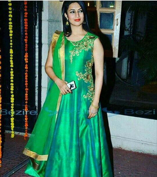 Yanka tripathi in green suit