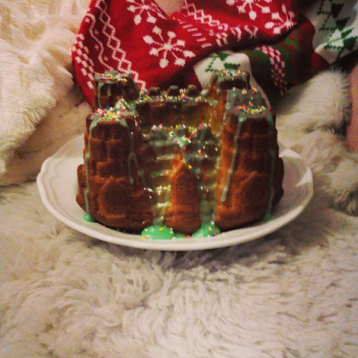 """""""Christmas cake again!#lovebakeshare  for the people at job tomorrow!❄⛄"""""""