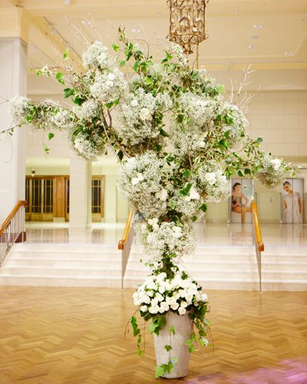 #Babysbreath #White #Roses #Ivy #Installation #Events #PohoFlowers #Poho #Flowers