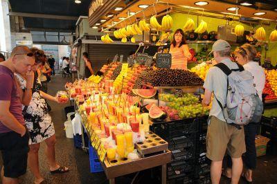 Ramblas Groenten en Fruit, dat ziet er goed uit, directe verkoop eten en meenemen gecombineerd dat zoeken we