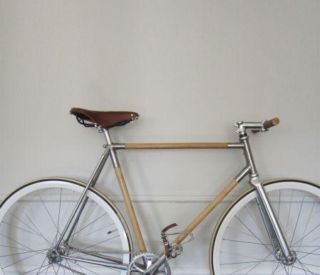 Il y a plus de 40 ans maintenant, Marc-Antoine Nadeau signait un vélo original. C'était en fait, pour celui qui est depuis devenu un graveur confirmé, une œuvre d'art. Était-il un précurseur? Pour l'industrie québécoise du bois, oui!
