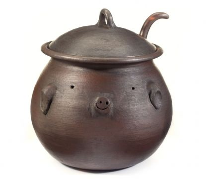La olla de Pomaire.. no enfría nunca!! Pomaire Pig bean or soup pot from Chile. Love it! But it is always out of stock!