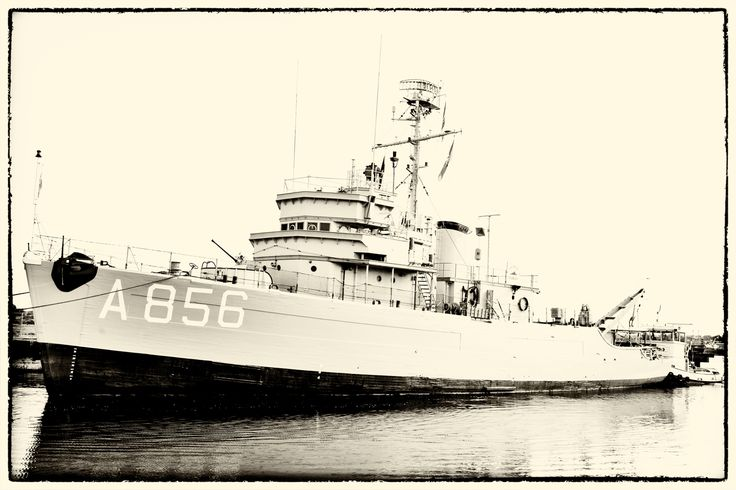 Like going back in time; historical minesweeper MERCUUR arriving at Flushing