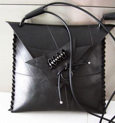 Idag har jag varit ledig från mitt arbete på åkeriet och jag har passat på att tillverka en väska som ska levereras på fredag, några plexigl...
