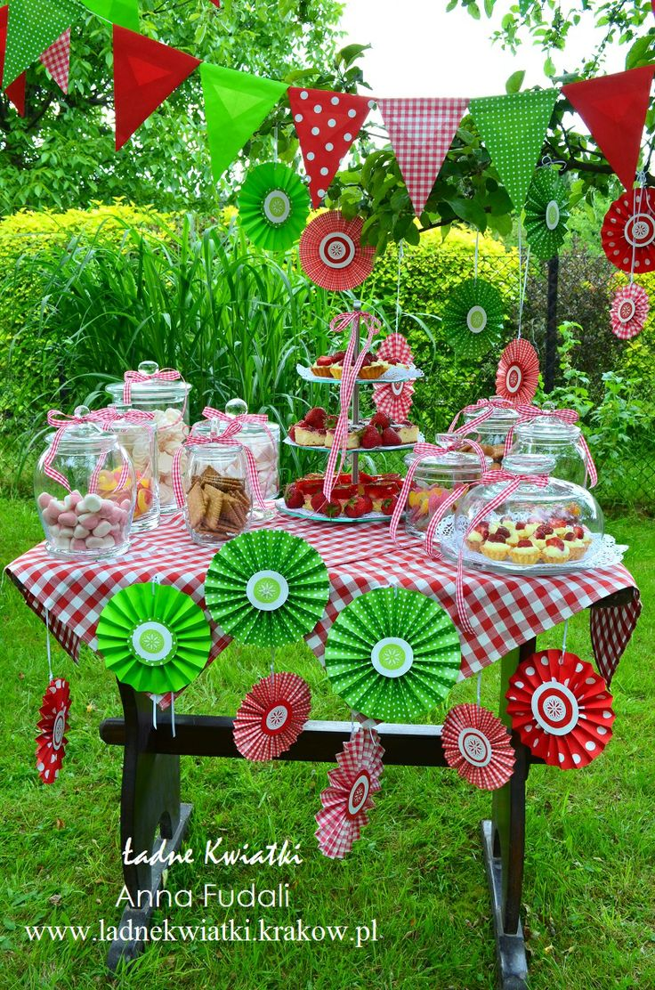 Sweet buffet with strawberry cakes caused joy among children and adults. Colorful red and green decorations attracted eyes, and the sweets attracted little hands. All paper decorations are hand-made by Ładne Kwiatki Anna Fudali  www.ladnekwiatki.krakow.pl