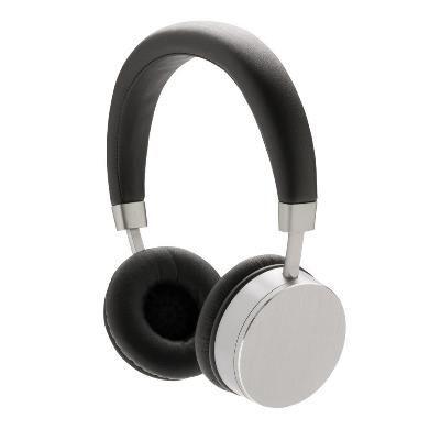 Casti fara fir Swiss Peak #promotionale cu Bluetooth si sistem de redare stereo, cu difuzoare de 3W si un volum de 105DB pentru o experienta audio perfecta. Castile se pot plia in asa fel incat sa poata incapea in husa de calatorie Swiss Peak. Prevazute cu un cadru de aluminiu si pernute din PU, castile sunt foarte confortabile si pot fi #personalizate la comanda cu sigla companiei pentru a deveni un cadou promotional pretios.
