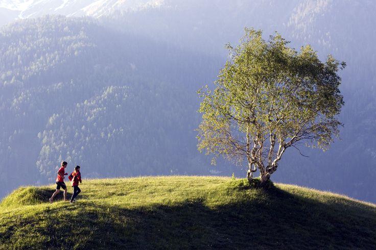 Aamulenkki, jolla hengen salpautuminen ei menekään vielä työn alla olevan juoksukunnon, vaan puhtaasti maisemien piikkiin. Sellainen on alppilenkki! #Alpit #Itävalta #Aurinkomatkat #Alps #matkablogi #Austria #trailrunning