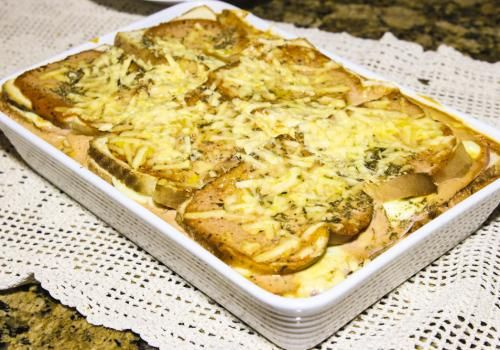 Lasanha de Pão de Forma  Que tal uma receita deliciosa e prática para hoje? A Pullman Artesano tem a receita perfeita!  #bread #pullman #lasagna #lasanha #delicia #food