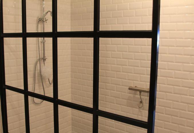 25 beste idee n over witte metro tegels op pinterest douche niche metrotegel en metro tegel - Deco witte tegel ...
