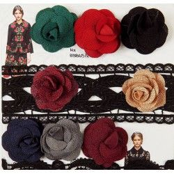 Όμορφα υφασμάτινα λουλουδάκια σε διάφορα χρώματα.Ιδανικά για παπούτσια ρούχα,τσάντες.