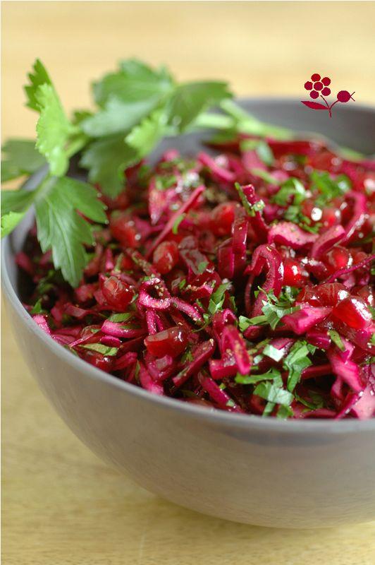 Salade rouge, très rouge, chou rouge, oignon rouge et arilles de grenade