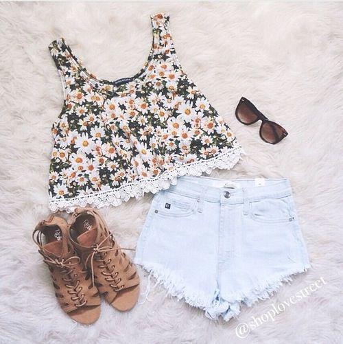 Cropped floral + short jeans + oculos de sol = look verao