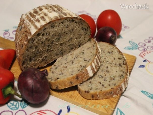 Ďalší chlebík z pečempeceň.cz od Ivy Pekarnománie, ktorý ma zaujal tak, že som musela  vyskúšať. Iva použila bielu  pšeničnú múku chlebovú, ja špaldovú múku chlebovú, ale vyskúšam aj iné druhy. O  zápare som čítala, ale až teraz  som ju vyskúšala a musím povedať, že chlebík je vynikajúci.