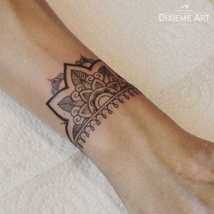 "317 mentions J'aime, 9 commentaires - Judita Razminaitė (@razminaite) sur Instagram : ""half mandala bracelet done at @dixiemeartmonaco #tattoos #tatuajes #tatuagem #inkedgirls #inked…"""