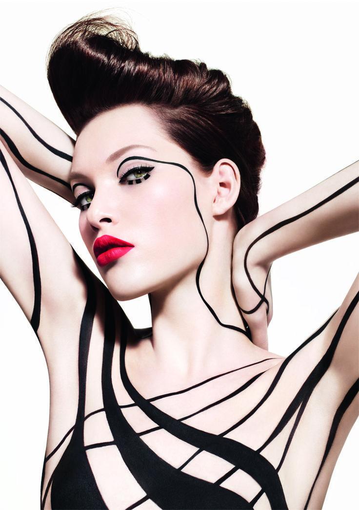 Black Liners  MAKE UP FOR EVER biedt 8 soorten zwarte eyeliner met verschillende texturen, intensiteiten en afwerkingen, om vrouwen en gewenste eindresultaat te kunnen bieden.  Gel, vloeibaar, potlood, crème of poeder eyeliner … noem maar op...http://www.emeral-beautylife.nl/de-ultieme-intuitieve-eye-liner/