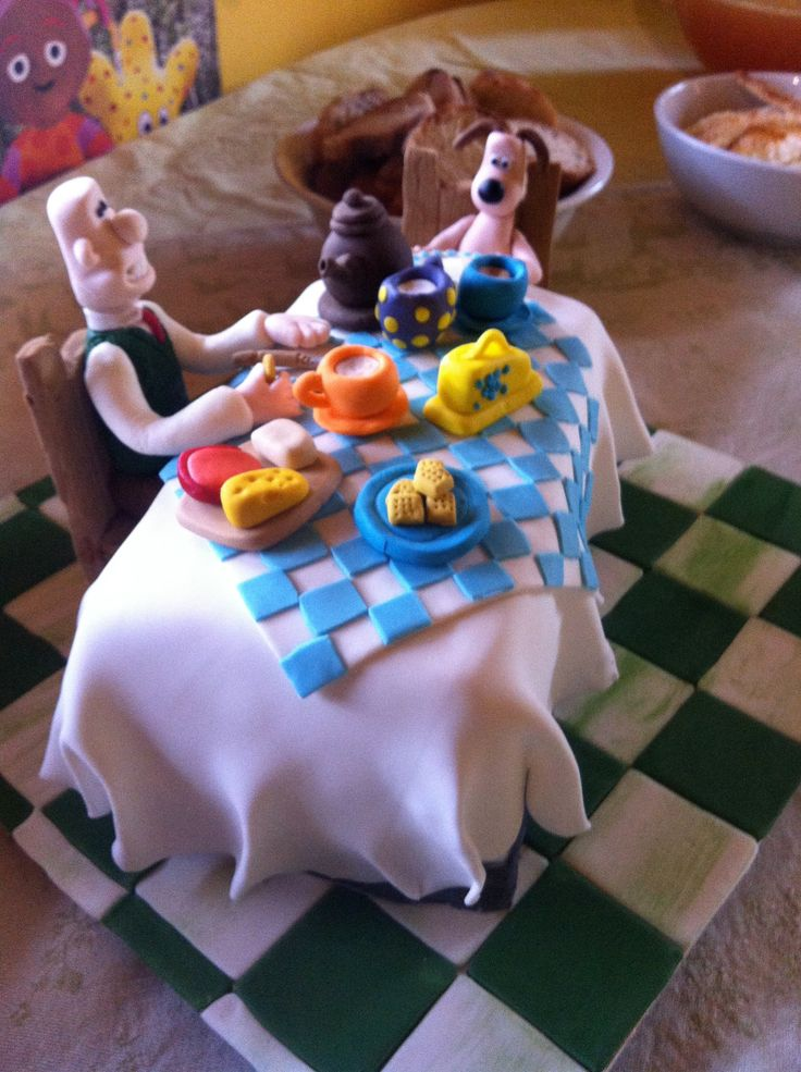 Wallace & Gromit cake I made for my daughter's 2nd birthday, based on a Debbie Brown design.