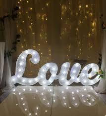 Le letter lights potranno essere una componente scenografica eccezionale per l'allestimento dello spazio dedicato al ricevimento di nozze. www.matrimoniopartystyle.it IL TROVA LOCATION SU MISURA PER VOI