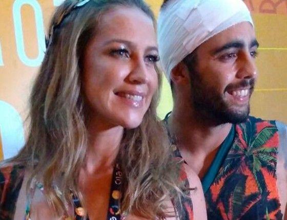 A atriz Luana Piovani e o marido, Pedro Scooby, que sofreu um acidente durante um torneio de surfe em Portugal (Foto: Editora Globo)