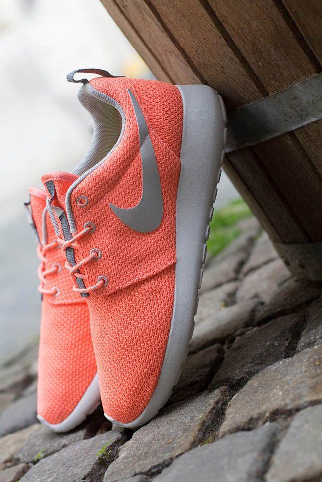 511882 604 1 Nike WMNS Roshe Run | Atomic Pink & Metallic Silver